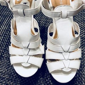 White Shoes Sandal with wide high heel